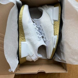 Adidas NMD R1 V2 sneakers NWT in original box